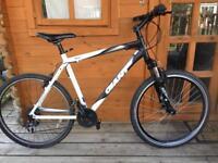 "Adults large Giant Rincon Hybrid bike. 21"" frame. 26"" wheels fully working"