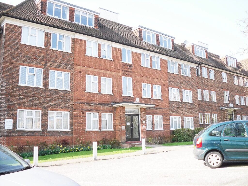 A 2 bedroom flat to Rent in North London / Finchley Central for £310 per week