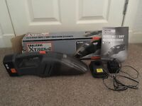 14 volt wet/dry vacuum cleaner