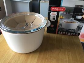 New Pyrex pyroflam 3L round casserole dish with lid