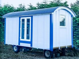 SHEPHERDS HUT - 4 Season, oak flooring, Mira shower, toilet, cooker, double bed and decking