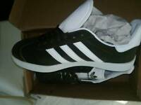 SIZE 8 Bottle green gazelles