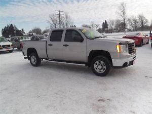 2008 GMC SIERRA 2500HD SLE,DIESEL,CREW,4X4,NEW TIRES!!