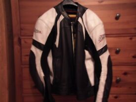 mens rst leather motorcycle jacket,like new,no damage.all body armour intact and included.