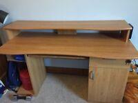 Veneer wood computer desk with lockable draw and keyboard shelf