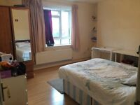 Very Large Sunny Double Room - all bills included