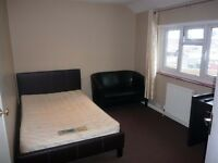 Small Double bedsit in flat to let, Camberley all bills included