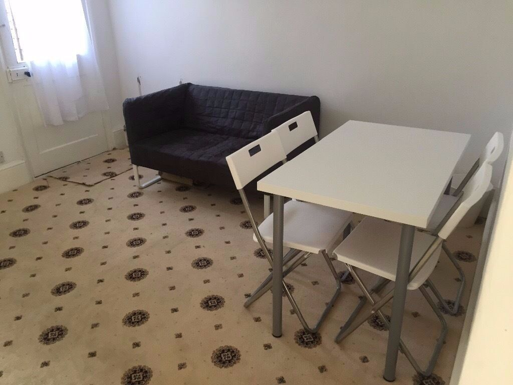 Clean four bedroom house in Upton Park. CALL NOW VERY CHEAP