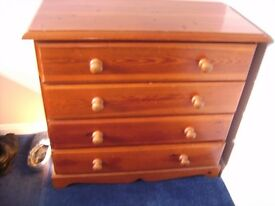 One pine chest of drawers. 4 drawers, Cotswolds collection