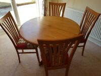 Roung wooden extendable dining table with chairs