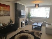 * BEAUTIFUL LARGE DOUBLE ROOM IN A NEWLY DECORATED HOUSE WITH GARDEN AND GARAGE!ALL BILLS INCLUDED**