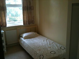 Beautiful single bedroom in Student house - Bills Included