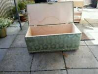 OTTOMAN / clothes trunk (Upcycling)