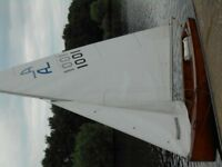 Albacore Vintage Sailing dingy 1961 Sail no 1001 Varnished boat.