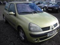 RENAULT CLIO 1.1 DYNAMIQUE 16V 3d 75 BHP (green) 2004