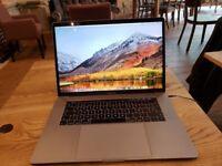 MacBook Pro (15-inch, 2016) 2,7 GHz Intel Core i7. 16GB RAM. Dual graphics card