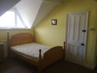 S6, Middlewood, attic double 400 all bills and wifi