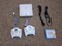 Sega dreamcast two controllers and game