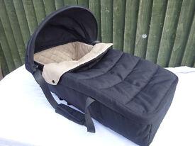 Maclaren Techno XLR carrycot black & champagne colour