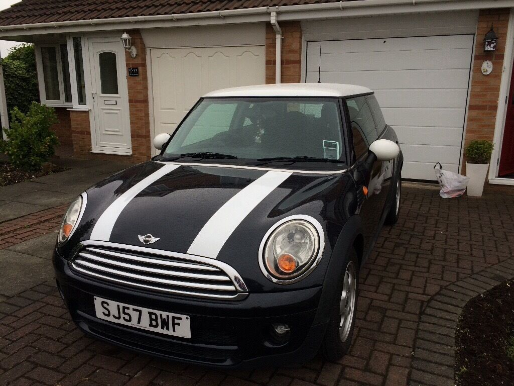 mini cooper d black with white stripes mirrors and roof in dukinfield manchester gumtree. Black Bedroom Furniture Sets. Home Design Ideas