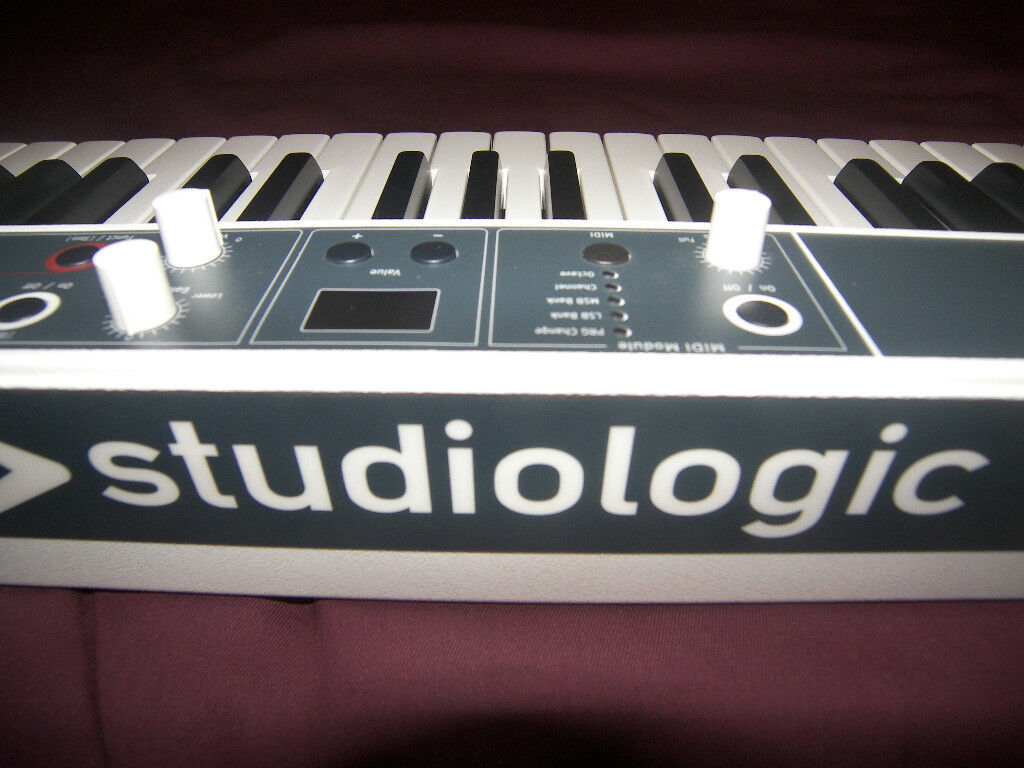 Studiologic Fatar Numa Compact - 88 Key Masterkeyboard / Synthesizer with Sounds!