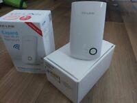 TP Link 300 Mbps Universal Wall Plug Wi-Fi Range Extender