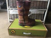 Kanyon Sapling size 3 boots