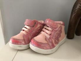 **SIZE 2 BABY/TODDLER TRAINERS MOTHERCARE**