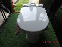 TWYFORDS CLOSE COUPLED TOILET COMPLETE WITH SOFT CLOSE LID