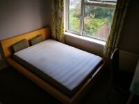 15 mins walking to UWE Frenchay Campus, 4 BEDROOMs student house, furnished.