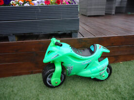 **BALANCE BIKE MOTORBIKE BRIGHT GREEN NOT ELECTRIC EXCELLENT CONDITION AGE 3-7 CAN DELIVER**