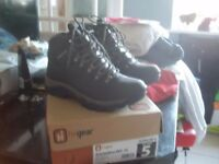 Hi GEAR Walking boots