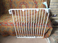*** SAFETY 1ST STAIR GATE ***