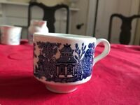 Vintage 7 Tea Cup Churchill England Blue & White Willow Pattern