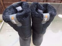 Black Ladies Higear fur lined boots size 5