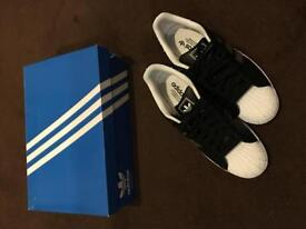 Men's Adidas Superstar trainers Size 10... like new