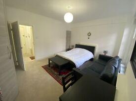 Spacious 4th Floor Studio Flat in Forset Court Facing Edgware Road W2 2RE