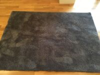 Attractive anthracite grey rug