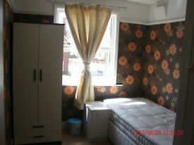 5* Room in Comfortable house in Taunton City Center