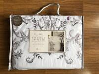 BRAND NEW SAVANNAH SILVER/GREY STITCHED DELUXE KING SIZE DUVET SET