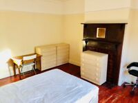 REALLY MASSIVE SINGLE ROOM WITH DOUBLE BED TO RENT IN MANOR HOUSE - ZONE 2 - WITH LIVING ROOM