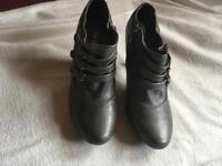 Bao lishi ladies boots shoes grey size 4/37 used two time £4