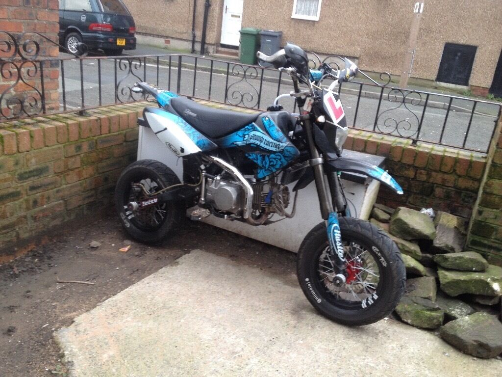 Road Legal Pit Bike Stomp Z125 Yx 140 In Birkenhead Merseyside