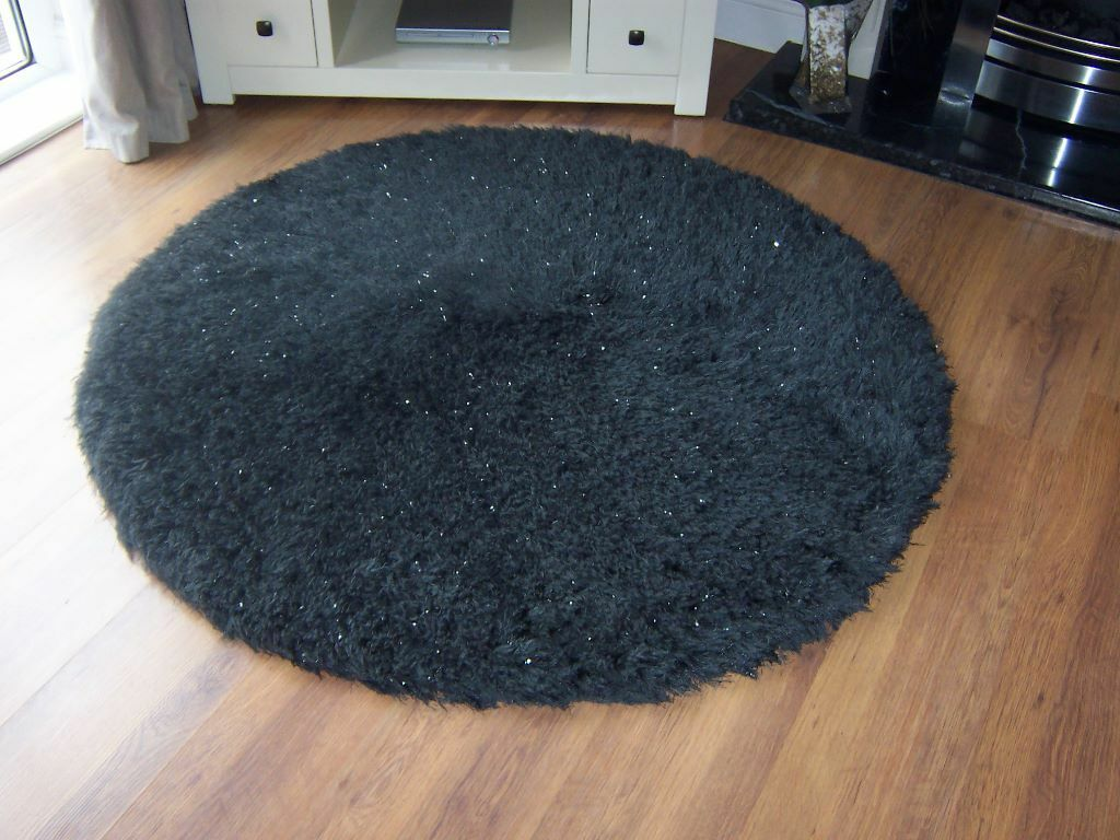Lovely Round Black Sparkle Rug 120cm From Bhs Excellent