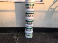 25 litres of exterior house paint ; magnolia 5 x 5ltr cans