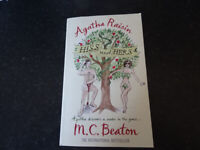 Agatha Raisin. Hiss and Hers - M.C.Beaton - used paperback book, post or collection