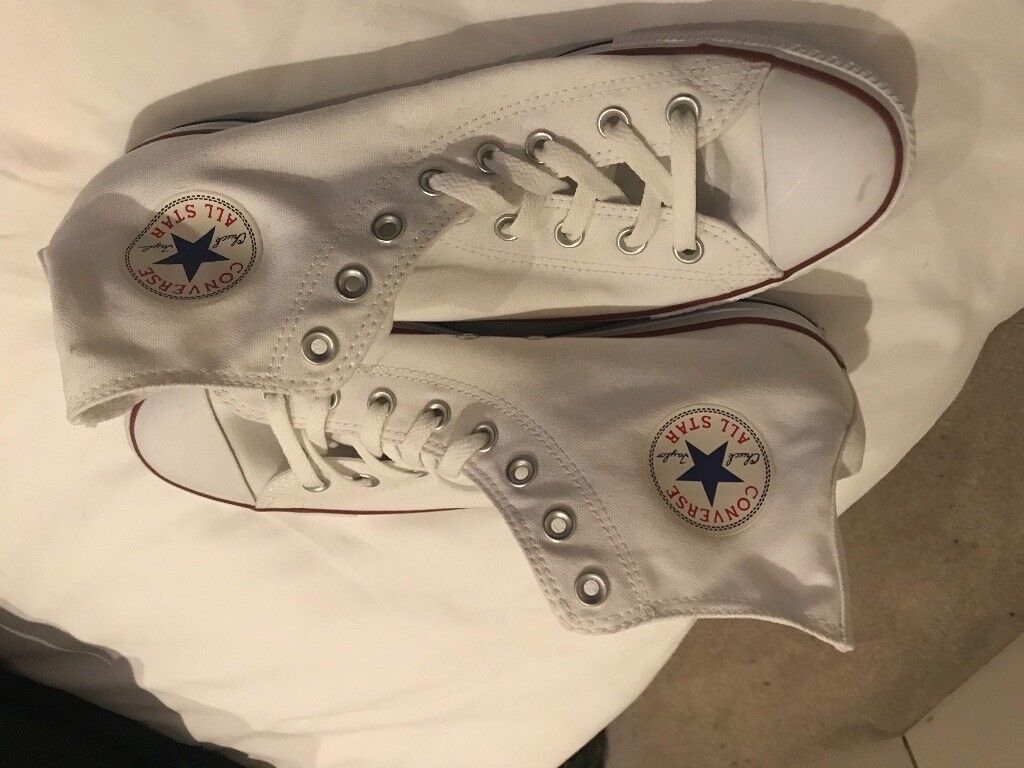 fe5be6c17b2c Men s new white Converse high tops - Size 10