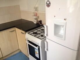 **EXCELLENT TRIPLE ROOM**BOW**JUST TWO WEEK DEPOSIT