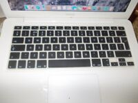 "White Apple macbook 13"" 2010 with Apple charger Please read"