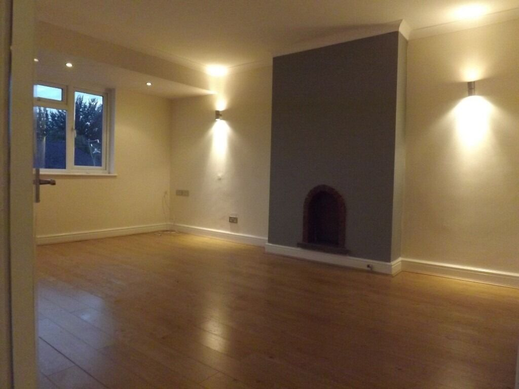 Stunning Modern 2 Double Bedroom Property Located Close To Mill Hill Station & Local Amenities.